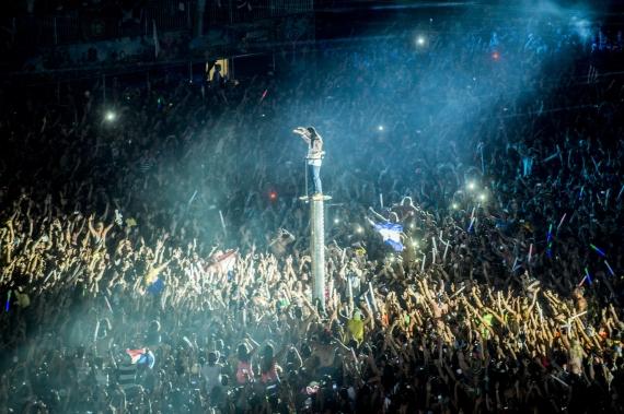Steve Aoki op Tomorrowland 2013 (c) StuBru